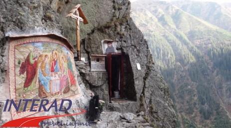 Chilia-Parintelui-Arsenie-Boca-36-Tabara-initiatica-15-17-noiembrie-2013-Salina-Slanic-Grota-Parintelui-Arsenie-Boca-Templul-dorintelor-de-la-Sinca-Veche1-463x256